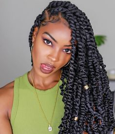 61 Totally Chic And Colorful Box Braids Hairstyles To Wear! Box Braids Hairstyles, My Hairstyle, Protective Hairstyles, Girl Hairstyles, Protective Styles, Crochet Twist Hairstyles, Senegalese Twist Hairstyles, Drawing Hairstyles, Hairstyles 2018