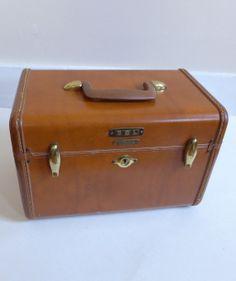 Vintage 1950s Samsonite Train Makeup Travel Case by CafeChaCha, $42.00