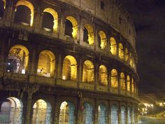 Colosseo (Colosseum at night)