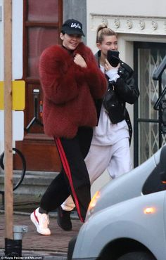 Kendall Jenner gets the giggles with Hailey Baldwin in Amsterdam #dailymail