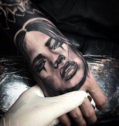 3D Frau Tattoo Porträt auf Hand