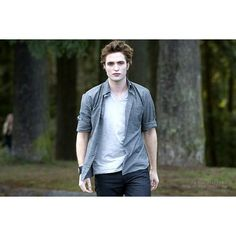 Twilighters Anonymous - MOVIE - STILLS/New Moon still Edward Cullen ❤ liked on Polyvore featuring twilight, edward and twilight saga
