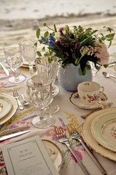 Incorporate elements of Irish poetry and prose with your wedding stationery… why not name your tables after famous Irish writers and poets, quoting their work for your guest to enjoy.