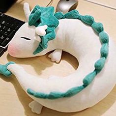 Haku Neck Pillow for Spirited away fans! This pillow is not only a cute Haku plush, it is also best friend during travelling. Beside the cuteness of Haku, Softies, Plushies, Sewing Crafts, Sewing Projects, Diy Crafts, Totoro, Spirited Away Haku, Cute Stuffed Animals, Dragon Stuffed Animal