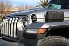 Das neue Modell markiert die Rückkehr der Marke in das Pickup-Segment und kommt zu den Feierlichkeiten des 80-jährigen Jubiläums von Jeep® zu den europäischen Händlern. Jeep Gladiator, Antique Cars, Celebrations, Scale Model, Vintage Cars