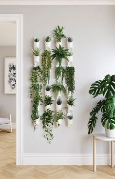 Indoor: Functional and fresh, the Floralink Wall Vessel from Umbra has multiple purposes and can be used as a planter or to hold your belongings. Connect vessels together to create a visually impactful and open green wall display. House Plants Decor, Plant Decor, Easy House Plants, Fake Plants Decor, Diy Wall Decor, Room Decor, Green Wall Decor, Hallway Wall Decor, Green Wall Art