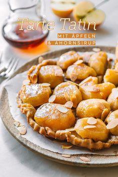 Die französische Version des Apfelkuchens heißt Tarte Tatin und wird rückwärts gebacken. Die Kombination von Äpfeln und Ahornsirup ist ein Gedicht. Hol dir das Rezept! #ahornsirup #ahornsirupauskanada #tartetatin #apfeltarte #apfelkuchen #apfelrezepte #kuchenrezepte Pretzel Bites, Food Inspiration, Food And Drink, Sweets, Healthy Recipes, Bread, Snacks, Baking, Desserts