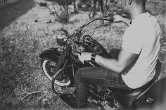 People Producciones · Fotógrafos de bodas · Destination wedding photographer · Preboda · Engagement · Sesión de pareja · Novios · Couple · Cute · Love · Summer · Indie style · León · Elopement · Spain · Bride · Groom · Cuentinovios · Moto · Harley Davidson
