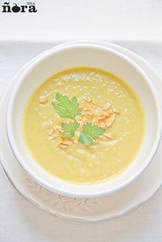Crema de calabacín-2 Mexican Food Recipes, Soup Recipes, Cooking Recipes, Ethnic Recipes, Vegetarian Soup, Vegetarian Recipes, Healthy Recipes, Bisque Recipe, Atkins Recipes