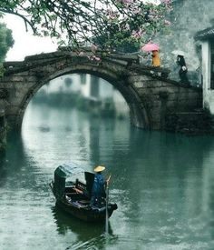 The venice of the far east: Suzhou, China. The 10 Most Astonishing Cities in China on TheCultureTrip.com. Click the image to read the article. (Image via huaban.com).