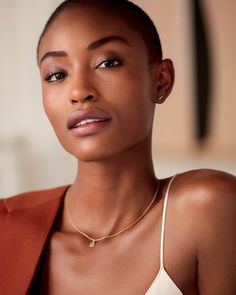 Get a flawless, no-makeup makeup look with Laura Mercier's NEW and improved now with an expanded shade range for all skin tones. Laura Mercier, Natural Looking Nails, Natural Makeup Looks, No Makeup Looks, Fresh Makeup Look, Natural Make Up, Dark Skin Makeup, Glowy Skin, Tinted Moisturizer
