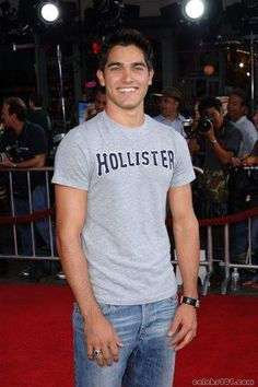 Tyler Hoechlin why weren't you a Hollister model? // he looks like a17 year old when he shaves like wtf