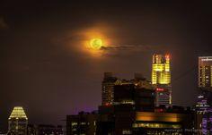 Super Moon  City and architecture photo by huntergol http://rarme.com/?F9gZi
