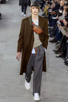 Louis Vuitton - Fall Winter - Men Fashion Shows - Vogue. Men Fashion Show, Fashion 101, Runway Fashion, High Fashion, Autumn Fashion, Mens Fashion, Urban Fashion, Paris Fashion, Stylish Men