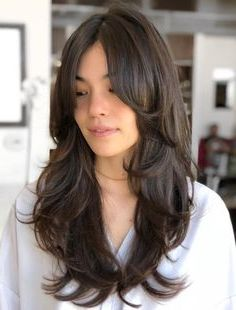 50 Cute and Effortless Long Layered Haircuts with Bangs - Cortes de pelo largo Layered Haircuts With Bangs, Curly Hair With Bangs, Long Hair Cuts, Wavy Hair, Haircut In Layers, Long Hair Haircuts, Cut Hairstyles, Long Layered Hair With Side Bangs, Haircuts For Long Hair With Layers