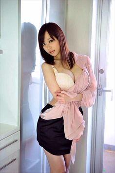 Satomi Miyazaki sind gefickt von drei heißblütigen kumpels