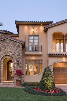 Mediterranean Homes Exterior, Mediterranean House Plans, Mediterranean Architecture, Mediterranean Decor, Tuscan Homes, Style At Home, Home Architecture Styles, House Architecture, Different Types Of Houses