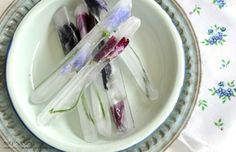 Ijsblokjes met prachtige eetbare bloemen