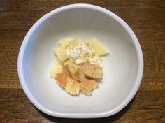 【おやつ】りんごと自家製チーズの蜂蜜掛け&ホットケーキ
