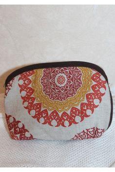 Косметичка «Дотик сонця» виконано з текстилю з зображенням небесного світила з бавовняною підкладкою. Pot Holders, Coin Purse, Wallet, Purses, Handbags, Potholders, Purses And Handbags, Coin Purses, Purse