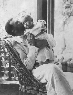 Grand Duke Alexander Mikhailovich Romanov of Russia and daughter Princess Irina Alexandrovna Romanova of Russia. Alexandra Feodorovna, Grand Duc, Familia Romanov, House Of Romanov, Russian Literature, Tsar Nicholas Ii, Imperial Russia, Diy Weihnachten, Vintage Photographs