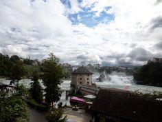 Mirando al Cielo... : Paisaje Suizo .....Arquitectura y nubes blancas......