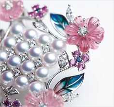 Mikimoto High Jewelry Brooch - Made by WGK18, Akoya pearl, Ruby, Sapphire, tourmaline -