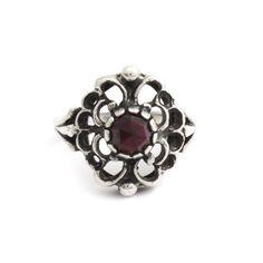 Deze bijzondere Jugendstil ring met granaat in maat 53, vind je bij Aurora Patina, de leukste sieraden webshop van Nederland!