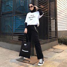 Modern Hijab Fashion, Street Hijab Fashion, Muslim Fashion, Look Fashion, Fashion Outfits, Latest Fashion, Fashion Trends, Hijab Casual, Ootd Hijab