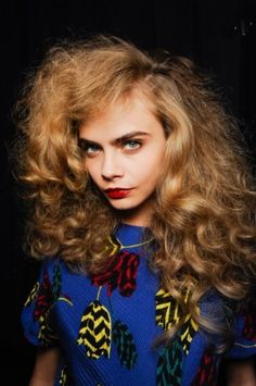 2. Marc by Marc Jacobs werd gekenmerkt door big hair en rode lippen.