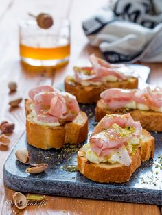 Here you can find a collection of Italian food to date to eat Italian Appetizers, Finger Food Appetizers, Finger Foods, Antipasto, My Favorite Food, Favorite Recipes, Good Food, Yummy Food, Happy Foods