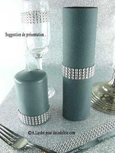 Parfait pour apporter de la brillance, le ruban imitation strass argent maintiendra vos serviettes de façon très chic ! #deco #table http://www.decodefete.com/180m-ruban-imitation-strass-2cm-argent-p-3249.html