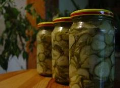 Sałatka szwedzka z ogórków na zimę - przepis ze Smaker.pl Nasu, Pickles, Cucumber, Mason Jars, Food, Essen, Mason Jar, Meals, Pickle