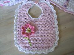 Crochet Baby Bibs, Bobble Crochet, Crochet Gifts, Crochet For Kids, Crochet Clothes, Baby Knitting, Crochet Toys, Crochet Flower, Bib Pattern