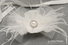 Tocado flor blanca para novia Flor de plumas y por ByChicPetals