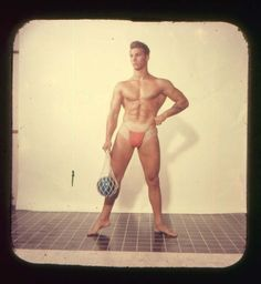 We've posted quite a few vintage pin-up gals here before, but there has definitely been a dangerous deficit in male representation. It's not only women that are visually, blatantly heralded for their physical form, after all. Rudolph Valentino, Best Abs, Alpha Male, Vintage Men, Male Models, 1950s, Erotic, Pin Up, American