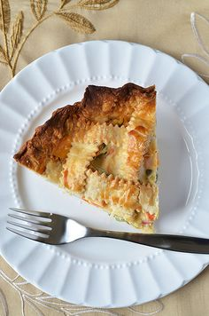Cheddary Chicken Pie - easy weeknight meal with premade crust and frozen mixed veggies! Great comfort food quick!