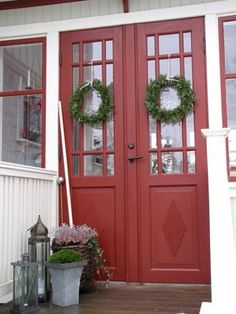 Love the red doors Exterior Doors, Interior And Exterior, Welcome To My House, The Door Is Open, Windows And Doors, Red Doors, Swedish House, Swedish Design, Entrance Doors
