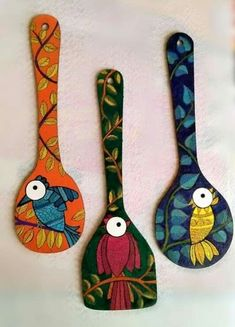 Diy Crafts For Home Decor, Diy Arts And Crafts, Bottle Art, Bottle Crafts, Wooden Spoon Crafts, Wooden Spoons, Painted Spoons, Hand Painted, Spoon Art