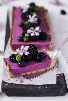 Blackberry mousse tart with amarettini, a good recipe from the cake category. Ratings: Average: Ø faciles gourmet de cocina de postres faciles pasta saludables vegetarianas Fancy Desserts, Delicious Desserts, Yummy Food, Cake Recipes, Dessert Recipes, Dessert Food, Cheesecake Desserts, Lemon Cheesecake, Cranberry Cheesecake