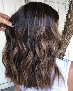 Visit this link and find the stunning shades of brunette balayage hair colors with its amazing highlights to show off in year Ladies who are seeking for latest hair color trends right now, they are advised to go through this post for awesome sh Brown Hair Balayage, Balayage Brunette, Hair Color Balayage, Bayalage Dark Hair, Balayage Highlights, Caramel Balayage, Caramel Hair, Fall Balayage, Balayage Straight