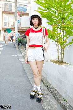 Sumie is a 23-year-old girl we met recently in Harajuku. She has a cute bob hairstyle with a white hat from DL Headwear.
