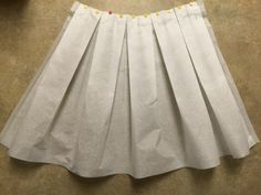 Anthro inspired buffalo check pleated midi skirt sewing tutorial easy no mark pleat method the sara project Pleated Skirt Tutorial, Wrap Skirt Tutorial, Pleated Skirt Pattern, Circle Skirt Pattern, Box Pleat Skirt, Skirt Patterns Sewing, Pleated Midi Skirt, Clothing Patterns, Skirt Sewing