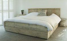 Steigerhout bed Modern, volledig verstek. Mooi te combineren dat oude hout met frisse kleuren...