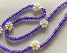 Beaded Jewelry Patterns, Chain Jewelry, Girls Jewelry, Tiny Flowers, Shell Necklaces, Kandi, Diy Necklace, Ems, Daisy