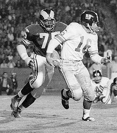 1962+New+York+giants | Frank Gifford of the NY Giants being pursued by Deacon Jones of the L ...