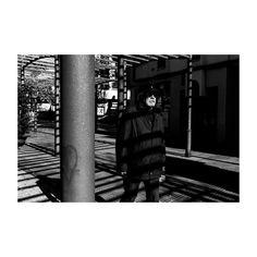 Apuntes (V) @lacalleesnuestracolectivo  #lacalleesnuestracolectivo #majadahonda #madrid #spain #blackandwhite #blancoynegro #streetstyle #streetphotography #shadowhunters #sombras #shadows #walker #paseando #igersmadrid #picoftheday #photooftheday #canon6d #35mm