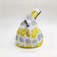 Japanese Knot Bag Pattern and tutorial by Indigobird Design. Modern Sewing Patterns, Bag Patterns To Sew, Knitting Patterns, Japanese Sewing Patterns, Sewing Hacks, Sewing Tutorials, Sewing Crafts, Free Tutorials, Japanese Knot Bag