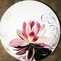 Painted Ceramic Plates, Hand Painted Ceramics, Porcelain Ceramics, Ceramic Pottery, Pottery Painting, Ceramic Painting, Ceramic Art, Plate Art, China Painting