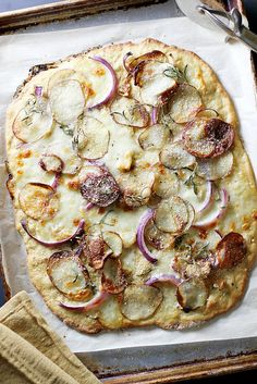 Thin and Crispy Einkorn Pizza Crust | girlversusdough.com @stephmwise